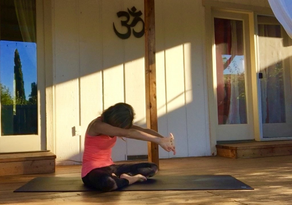 Yoga For Beginners 11 Yoga Poses For Shoulder Pain Body Flows Article